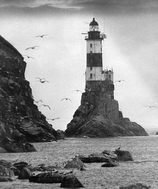 Одна из первых фотографий маяка. Примерно 1939 год