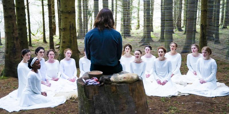 Все эти овечки в белых платьях жены, сестры и дочери