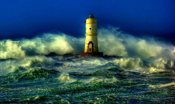 lighthouse_sea_storm-1418204