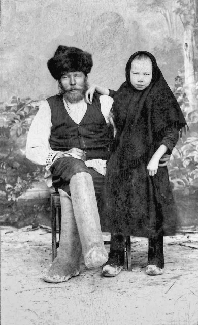 1920 Завескин Иван Павлович с дочерью Полиной.jpg