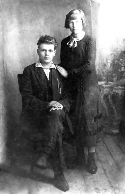 1940 Завескина Анисья Ивановна с первым мужем Полыгаловым Павлом.jpg