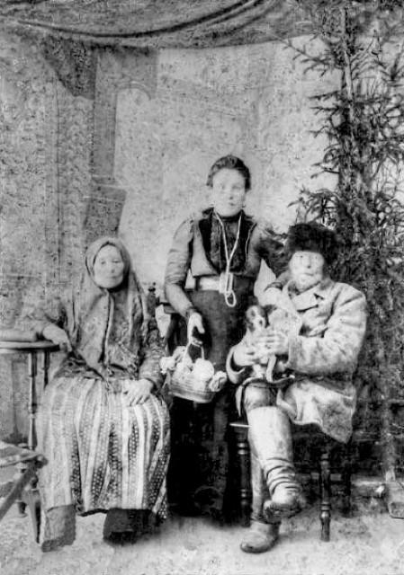 1900 Завескин Сергей Павлович с женой и сестрой