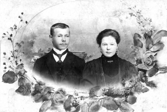 1900-1905 сестра первой жены Завескина Ивана Павловича с мужем п Насадка.jpg
