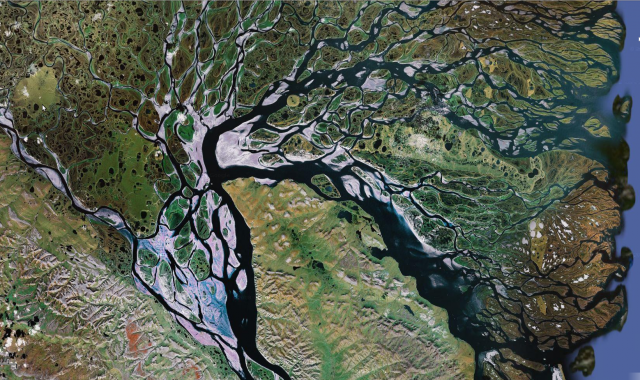 https://maps.google.ru/maps?hl=ru&ll=72.433877,128.520813&spn=0.647415,4.22699&t=h&z=9