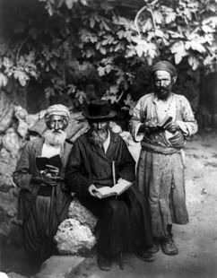 242px-Jews_in_Jerusalem_1895