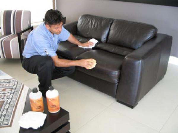 Чем почистить диван из кожзама в домашних условиях