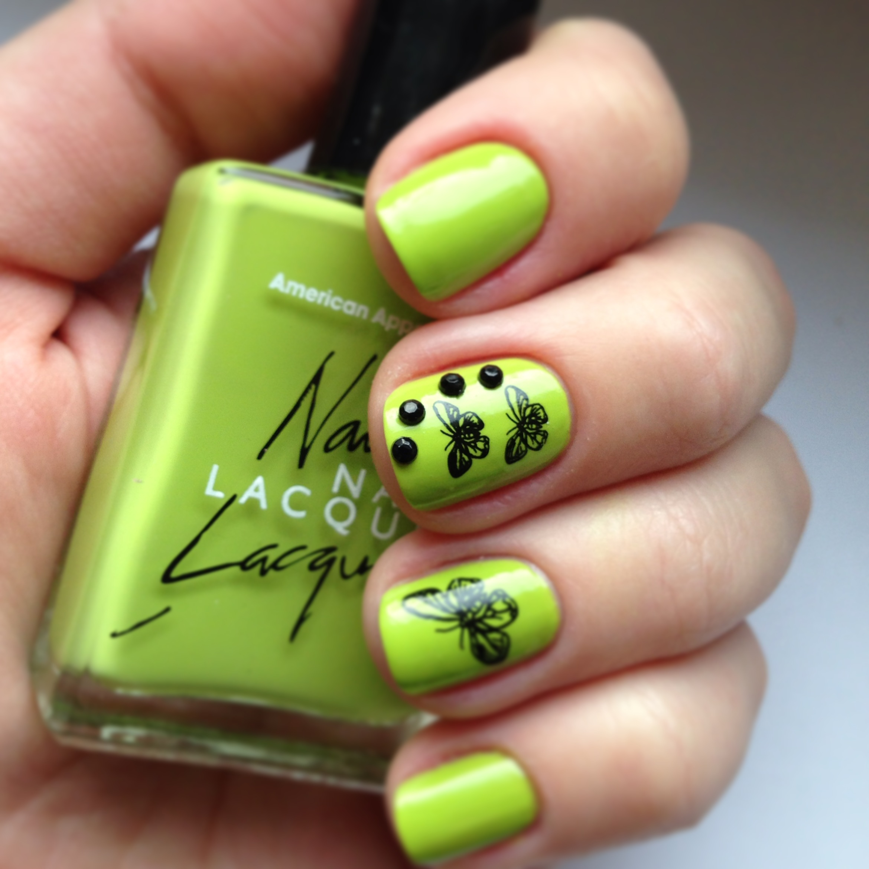 Зеленые стразы на ногтях
