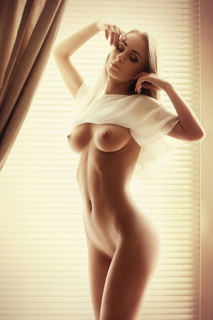 Nude images of porn girls with sexy figure — photo 4