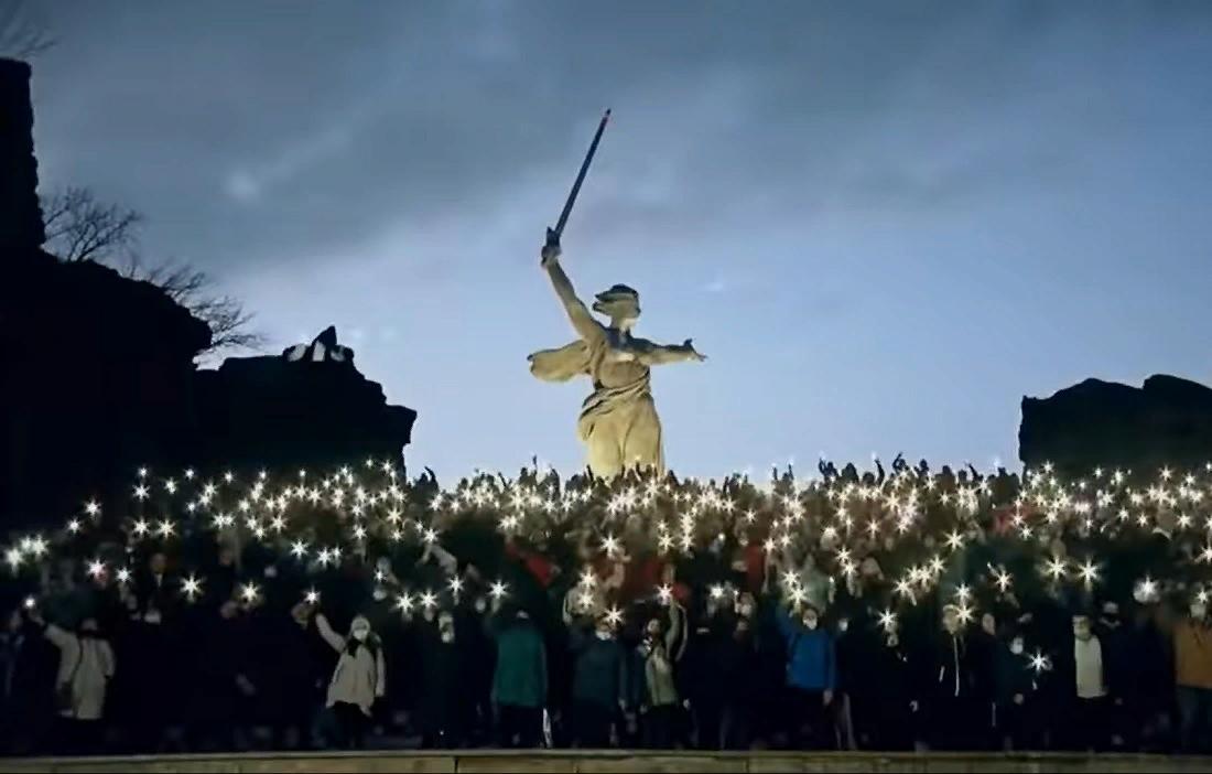 Митинг с фонариками в поддержку Путина