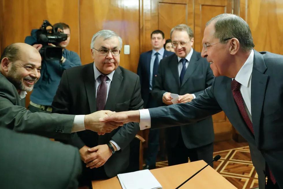 Заместитель главы политбюро ХАМАСа Муса Абу Марзук (слева) на встрече с Сергеем Лавровым. Москва, 16 января 2017 года