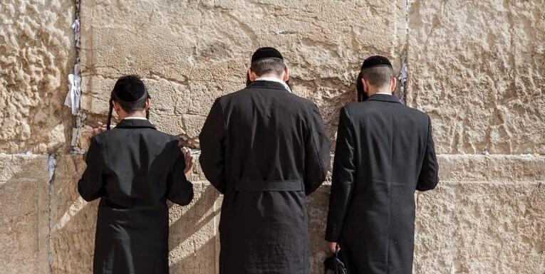 Иудеи у священной  Стены плача (Иерусалим)
