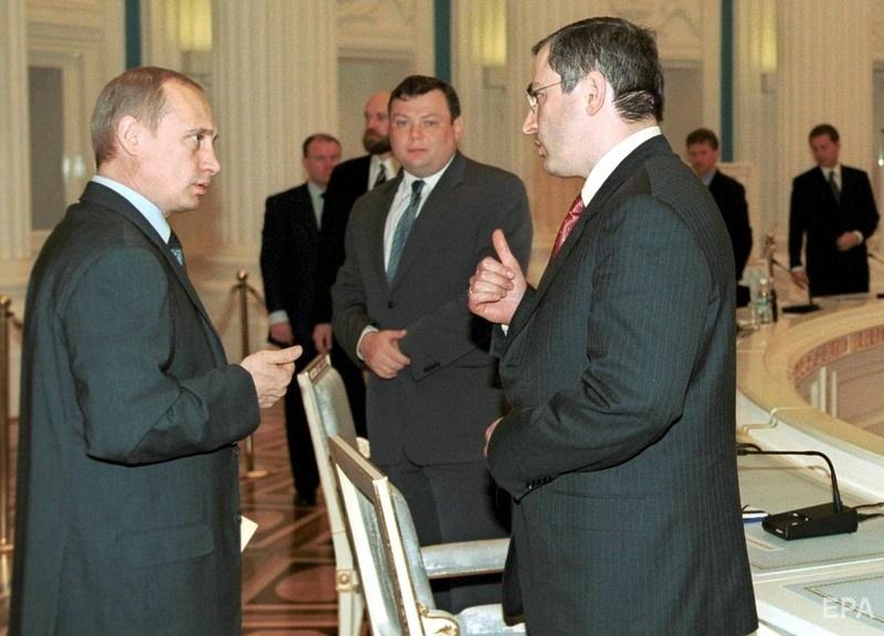 Владимир Путин и Михаил Ходорковский во время встречи в Москве, 2001 год. Фото: EPA