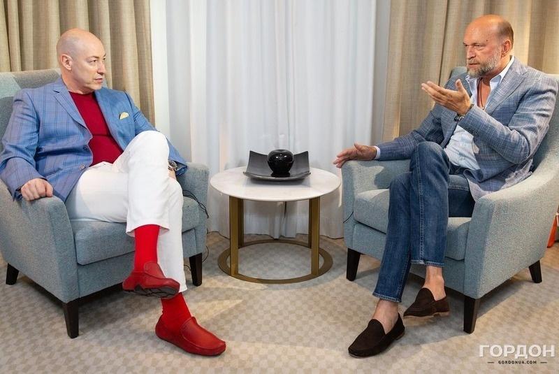 Дмитрий Гордон и Сергей Пугачев во время записи интервью во Франции. Фото: Ростислав Гордон / Gordonua.com