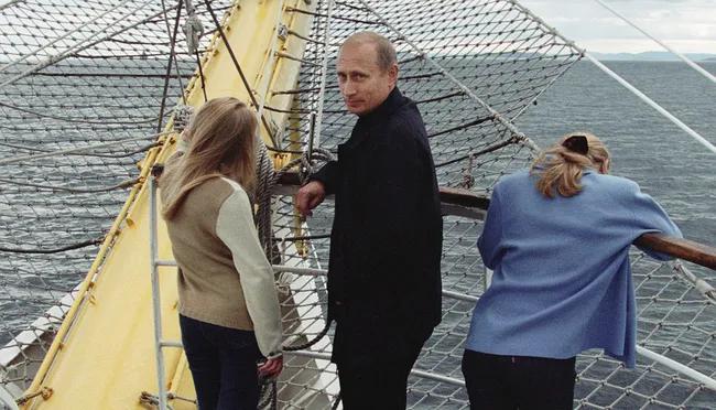 Путин с дочерьми