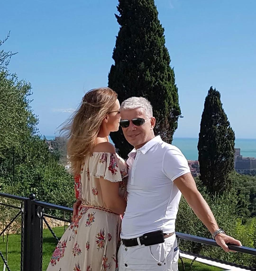 Олег Газманов с супругой наслаждаются хорошей погодой в Италии.