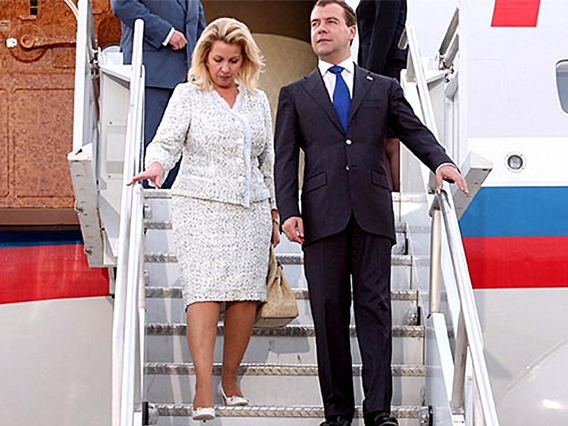 Медведевы на личном самолете прилетели покупаться на Кипр, а потом в гости в Меркель