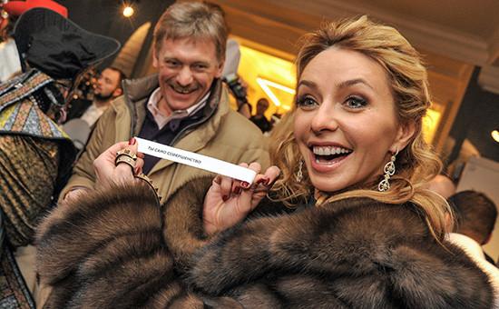 Пресс-секретарь президента Дмитрий Песков (слева) с последней супругой Татьяной Навкой