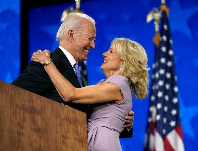 Будущая Первая леди США поздравляет Байдена