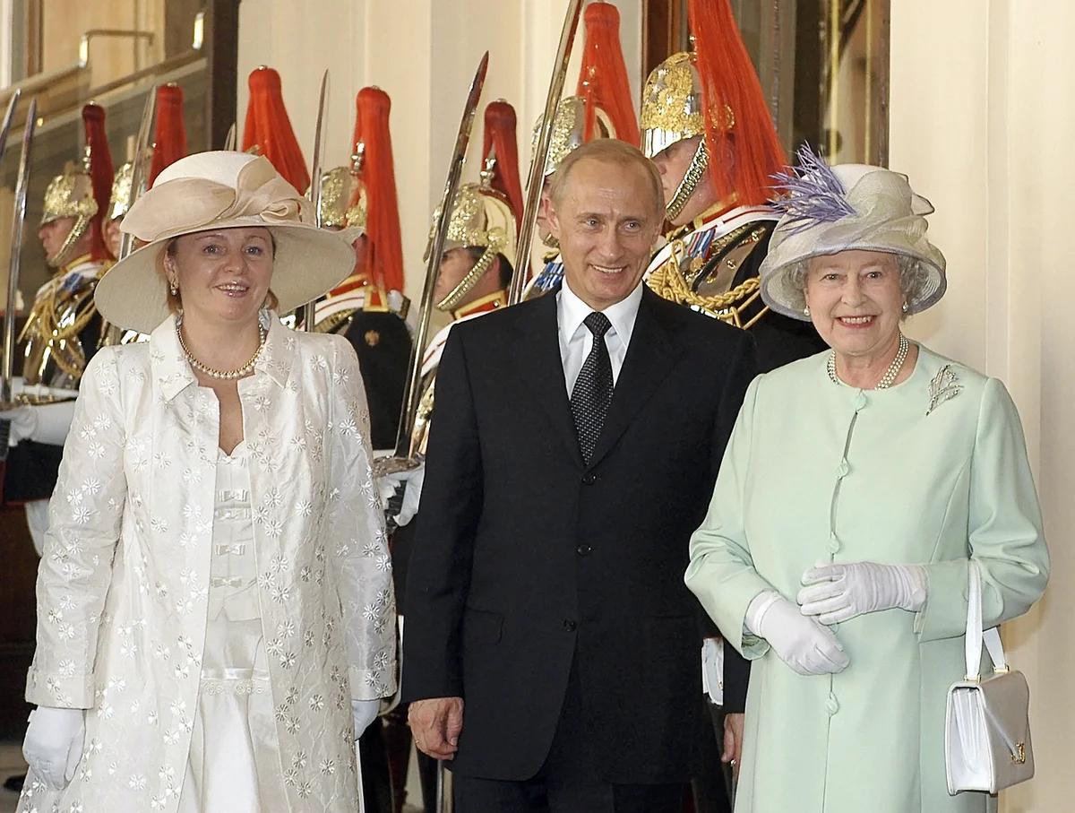 Путин и первая леди России в гостях у королевы Великобритании Елизаветы