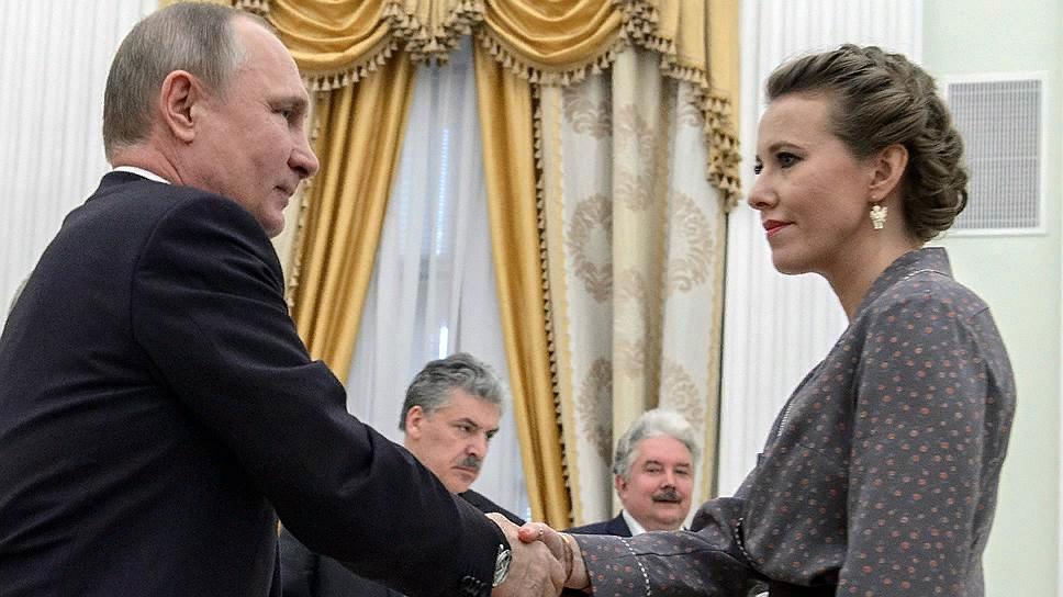 Путин (Удмурт) пожимает руку крестнице Ксюше за участие в выборах президента
