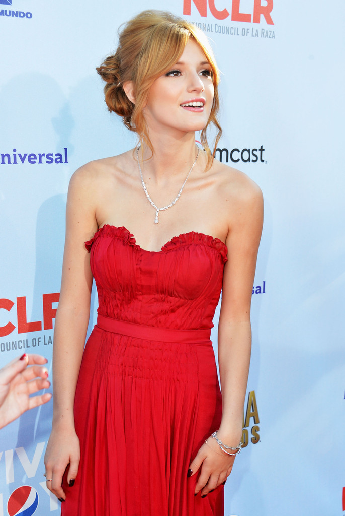 Bella+Thorne+2012+NCLR+ALMA+Awards+Red+Carpet+OkH5OBGxkDLx