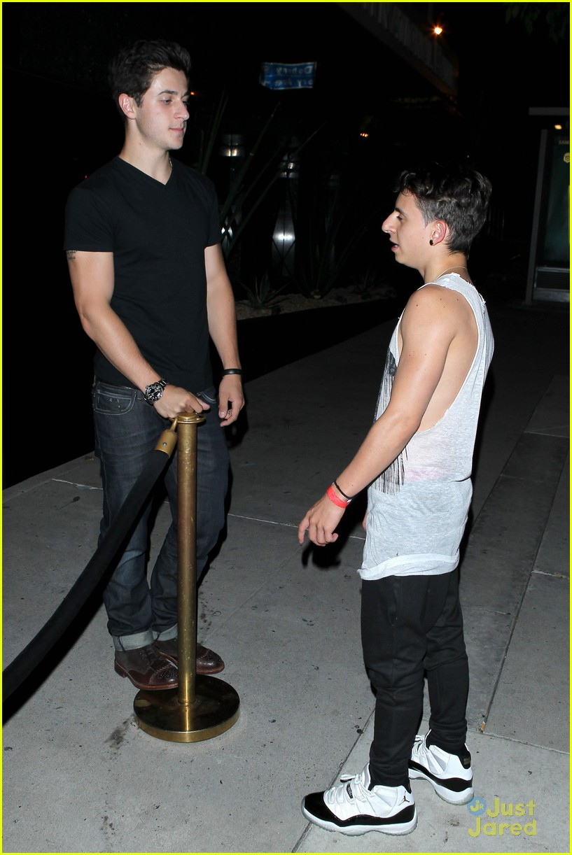 david henrie in la amp at gregg sulkins birthday anythingdiz