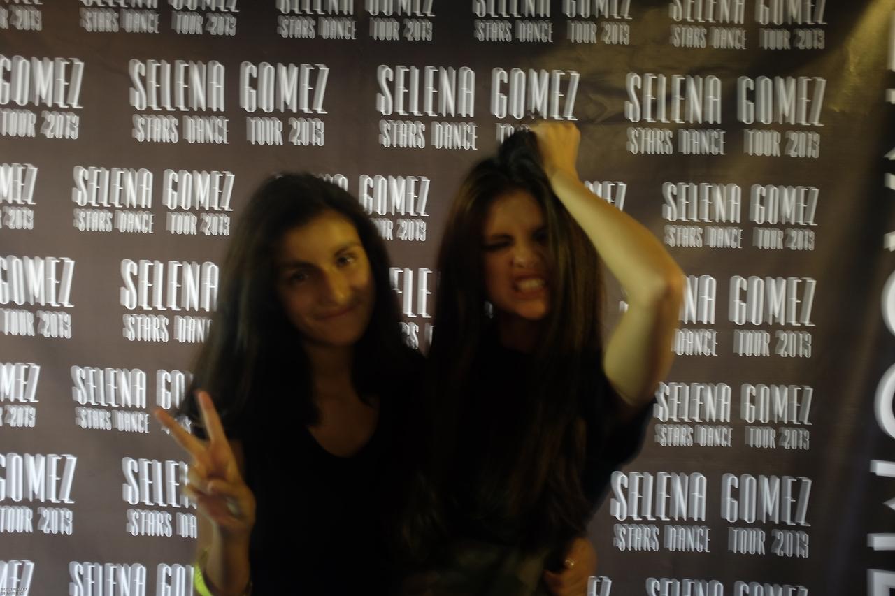 Selena Gomez In London Anythingdiz