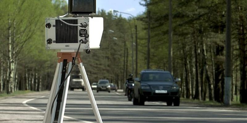 devka-razdelas-pered-kameroy