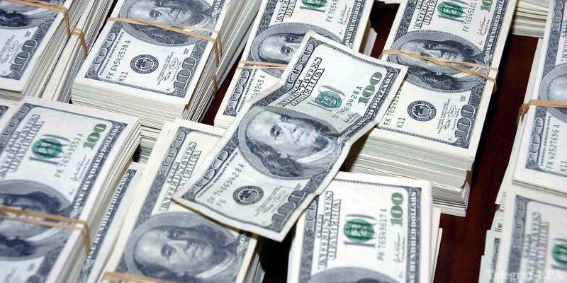 России не хватает долларов
