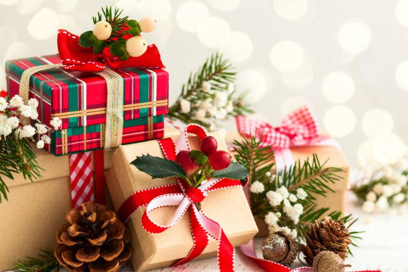 Россияне перестали ходить в гости, чтобы не дарить хозяевам подарки
