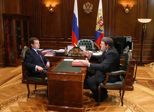 Медведев: цифровая экономика требует корректировки законов