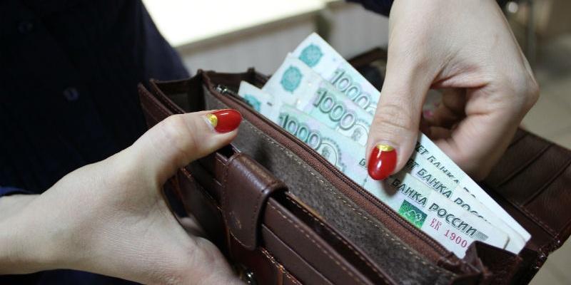 Каникулы кончились: расходы россиян пошли на убыль