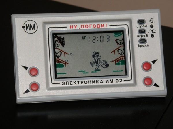 Игровую консоль Электроника, от которой сходили с ума дети и подростки середины 80-х гг., начали выпускать в 1984 году