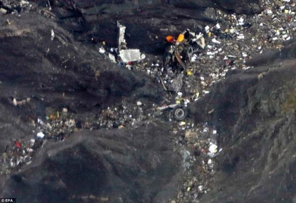 То, что стало причиной такого основательного разрушения рейса 9525 авиакомпании Germanwings, говорится в этом докладе, был впервые засвидетельствовано 3 февраля, когда ВВС США испытывали их HELLADS, нацеленную на один из устаревших спутников системы спутников прогнозирования погоды, уничтожив его путём нагрева изнутри, в результате чего он взорвался на орбите