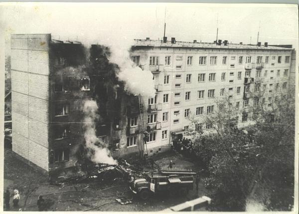 История. 1976: Самолет в Новосибирске таранит жилой дом