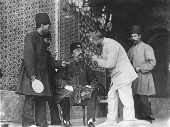 В 1870-х годах в Тегеране открыл своё ателье русский фотограф Антон Севрюгин, который и стал придворным фотографом иранского правителя
