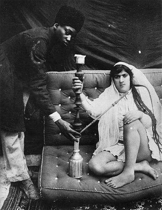 Русский фотограф мог снимать самого шаха, его родственников мужского пола, придворных и слуг