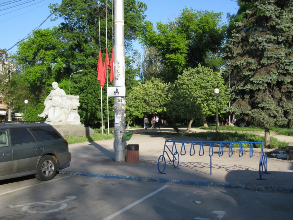 IMG_симферополь 09 мая_начало сквера Ленина_велопарковка40_новый размер