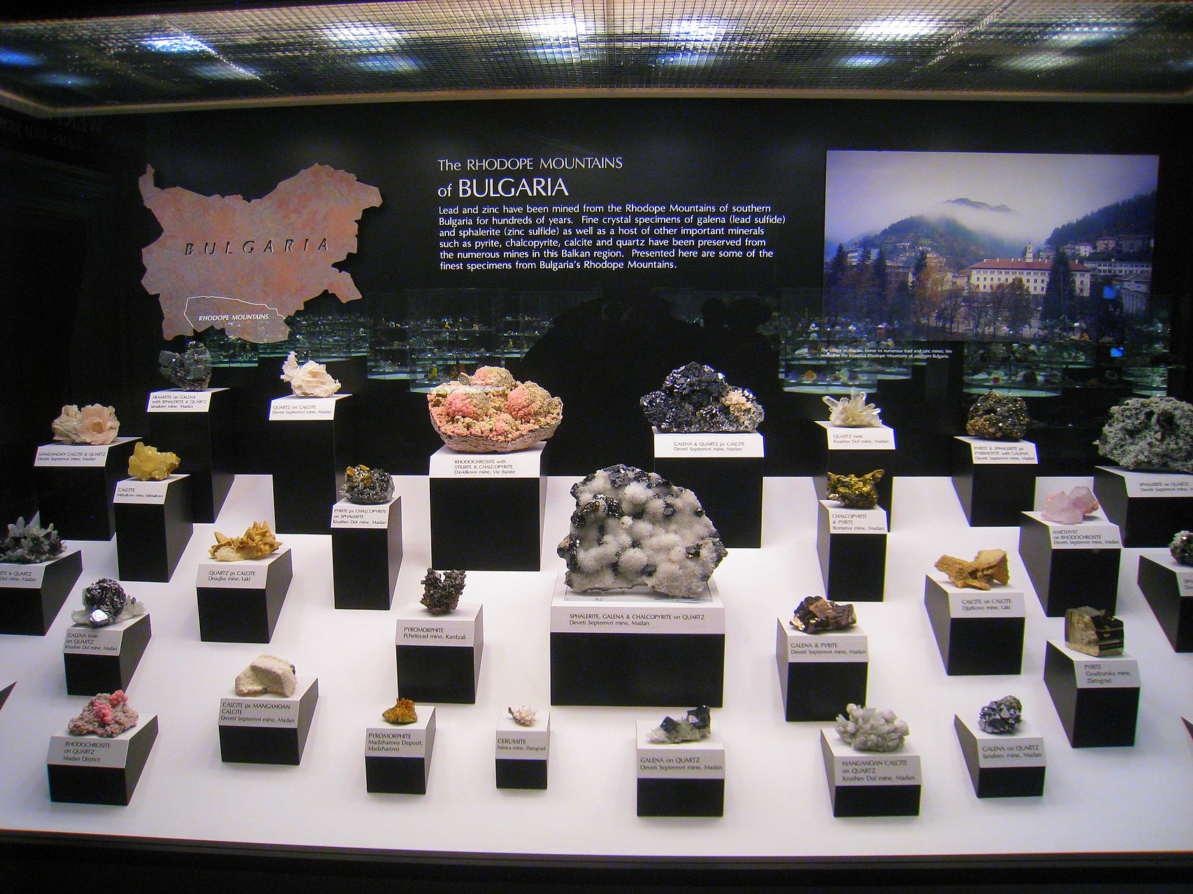Hillman_Hall_of_Minerals_and_Gems_-_IMG_0643.jpg