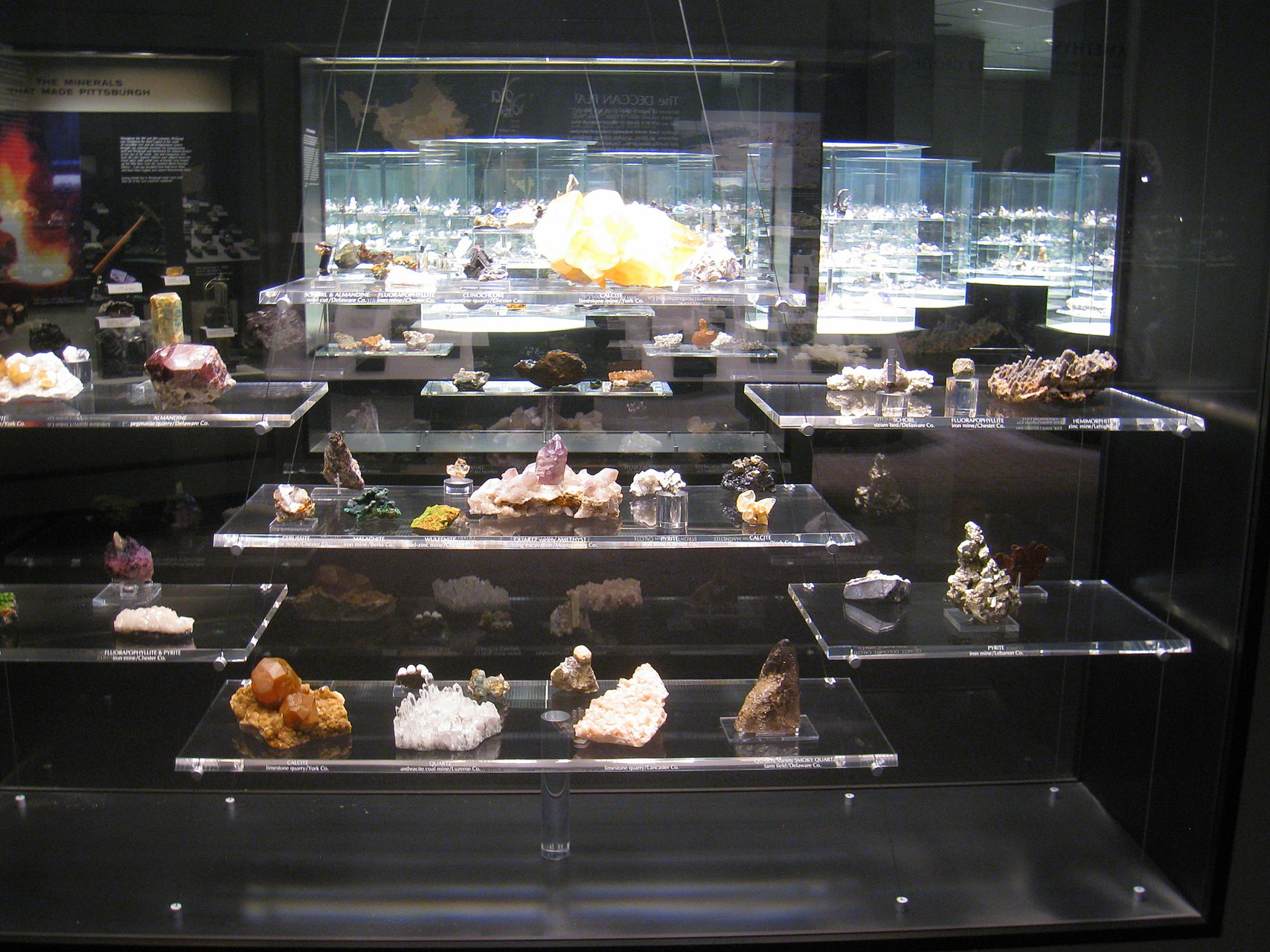1707px-Hillman_Hall_of_Minerals_and_Gems_-_IMG_0642.jpg