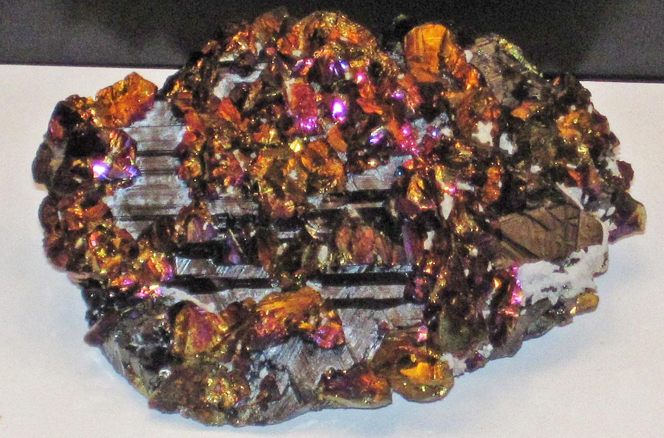 Chalcopyrite_on_sphalerite_(Bolut_Mine,_Cavnic,_Romania).jpg