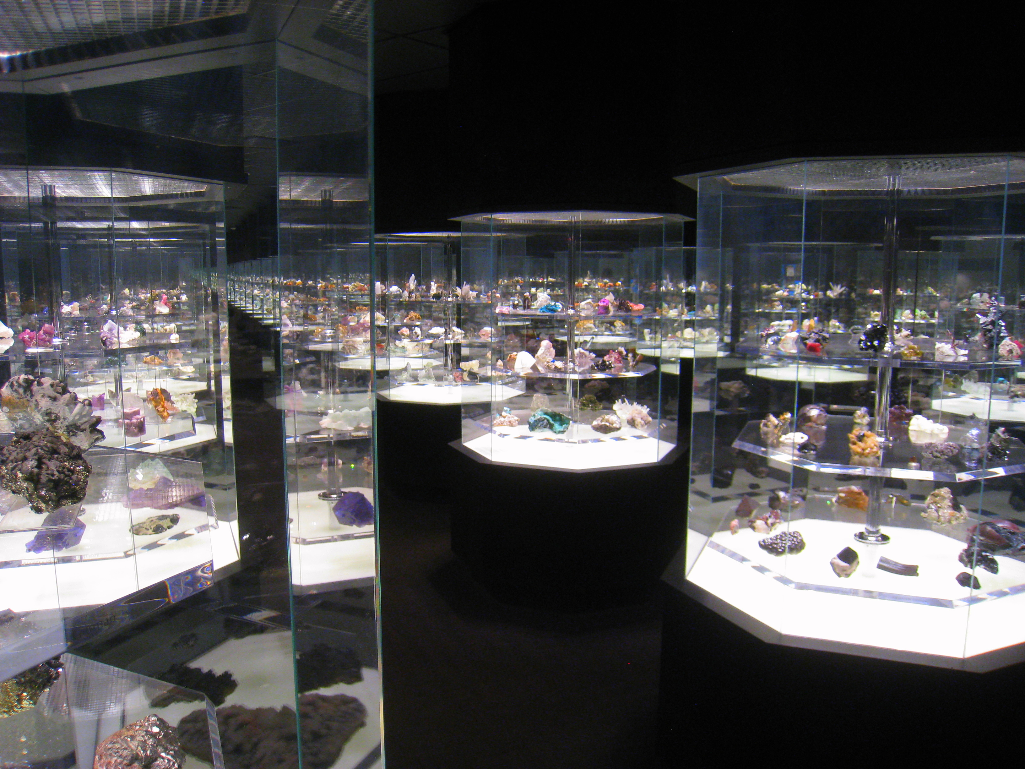 Hillman_Hall_of_Minerals_and_Gems_-_IMG_0646.jpg