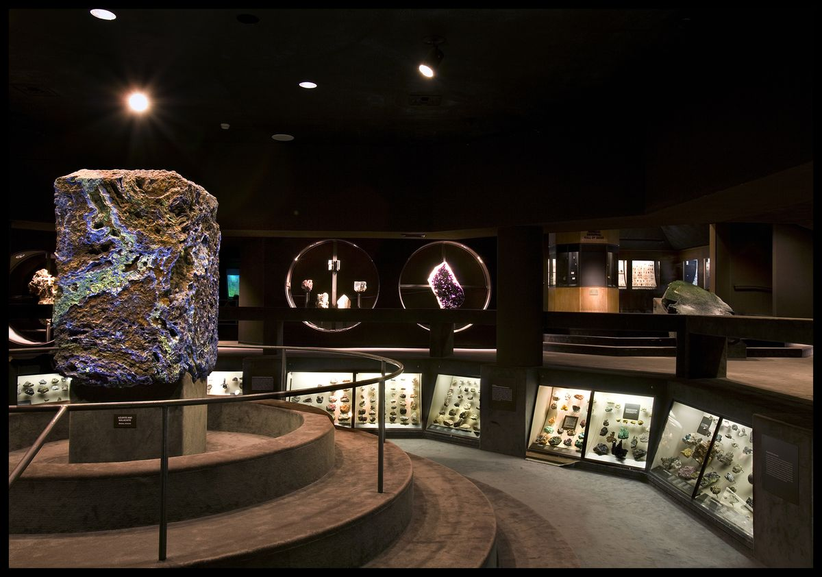 9_._Current_Hall_of_Gems_and_Minerals_RM.jpg
