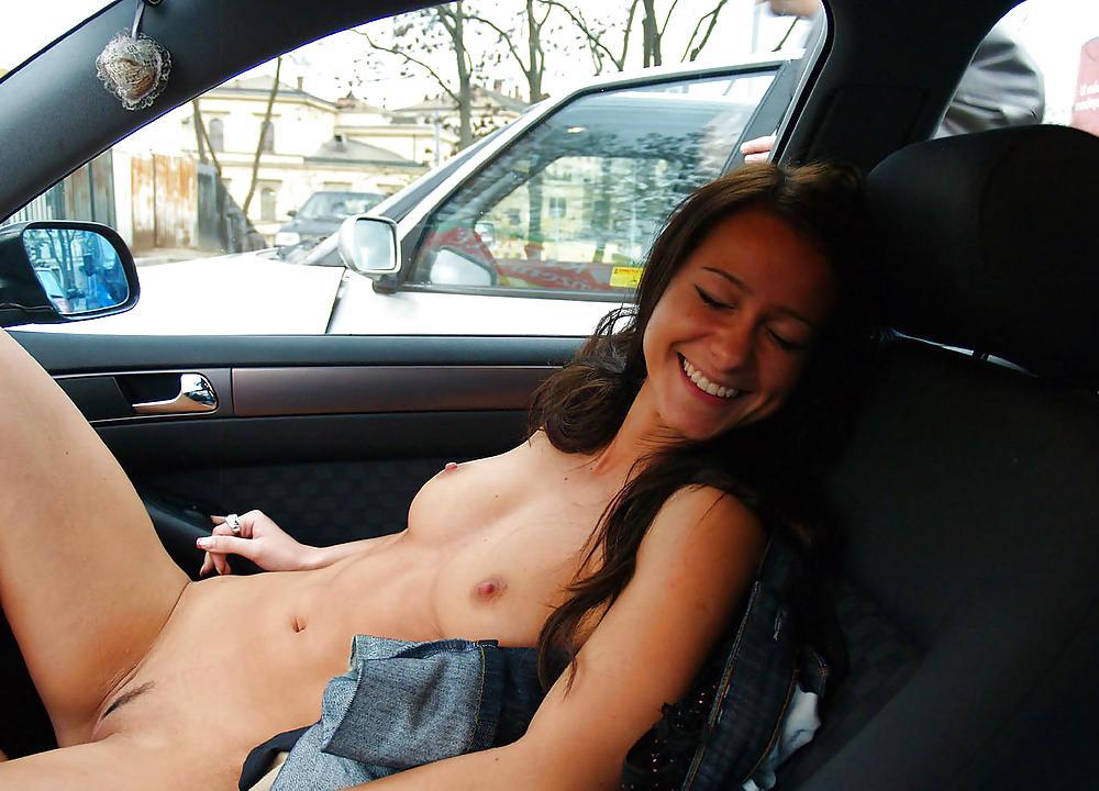 смотреть бесплатно молодая русская девушка отсосала на заднем сидении