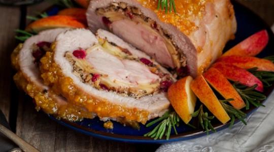 Рулет из свинины с куриной грудкой