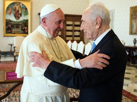 Pope_Peres