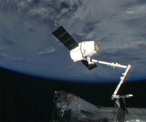 SpaceX_Dragon_Cargo_Capsule_Arrives