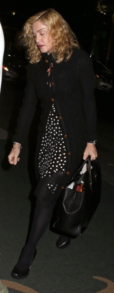 20141010-pictures-madonna-out-and-about-new-york-yom-kippur-01