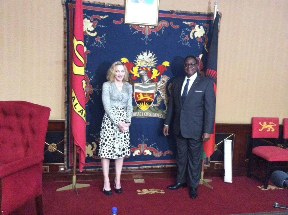 20141128-pictures-madonna-malawi-president-peter-mutharika-07