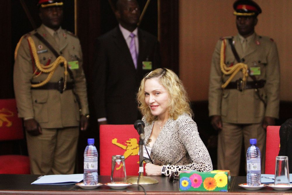 20141128-pictures-madonna-malawi-president-peter-mutharika-04